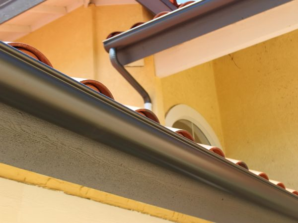 Roof and Eavestrough Spring Maintenance Tips