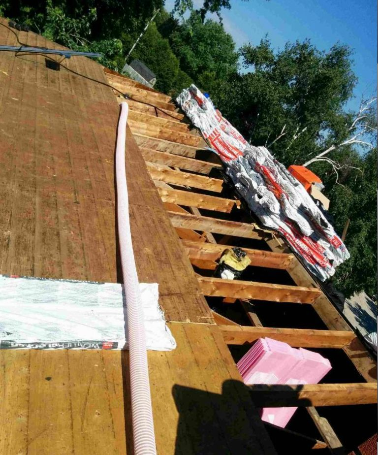 Blown-in attic insulation in Hamilton - D'Angelo & Sons