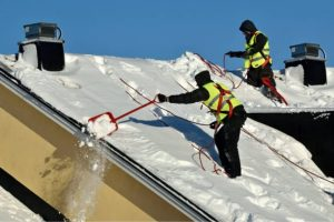 Advantages and Disadvantages of Roof Replacement in the Winter 2