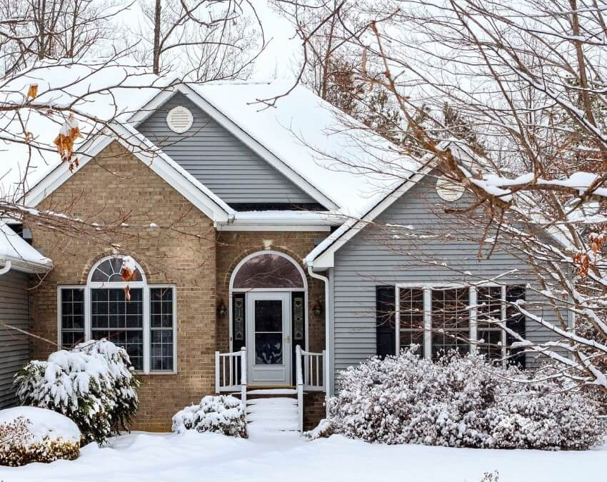 Advantages and Disadvantages of Roof Replacement in the Winter