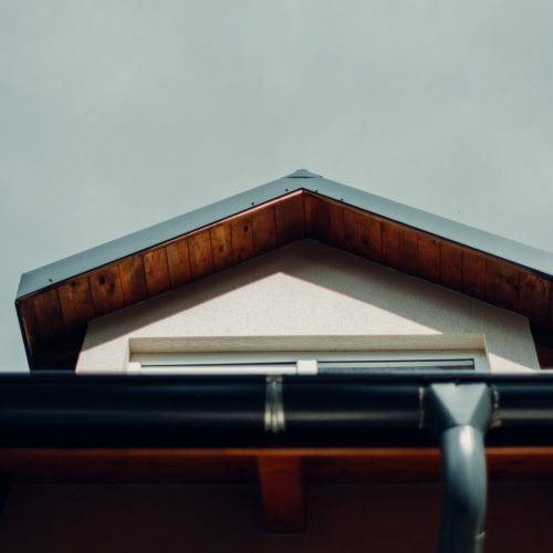How to Choose the Best Material for Eavestrough